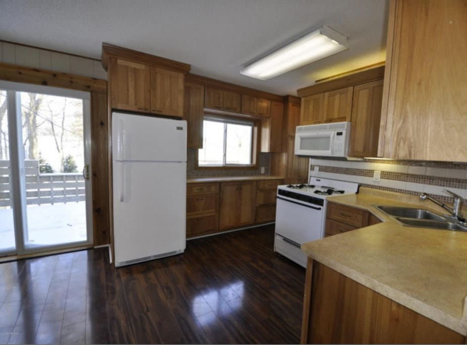 Spacious Kitchen with plenty of storage and space. Clean appliances.