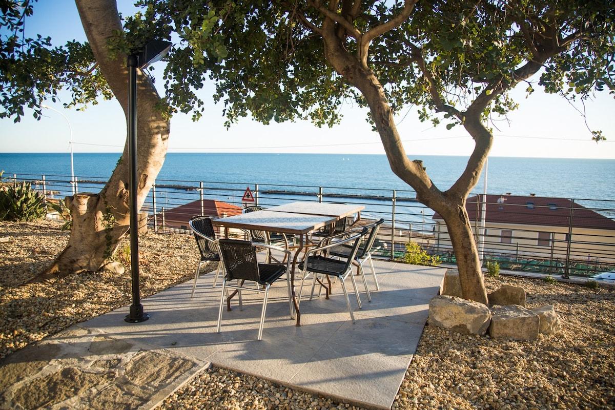 Airbnb® Santo Stefano al Mare Feriehus & ferieleiligheter  Santo Stefano al Mare Vacation Rentals & Places