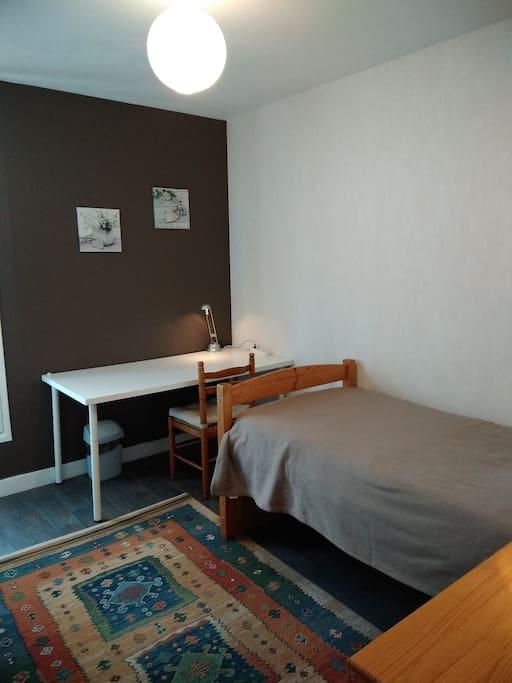 charmante chambre priv e pr s de la mer et de caen appartements en r sidence louer. Black Bedroom Furniture Sets. Home Design Ideas
