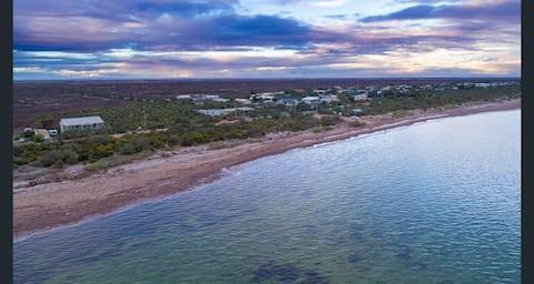 Beach serenity-hospital grade sanitising-FREE WIFI