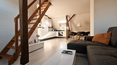 Attic studio, 2 levels, near Maschsee, WiFi