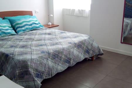 Ponterosso adiacenze spazioso appartamento x 4 - Trieste