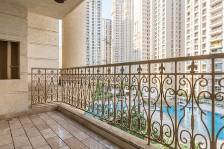 Pool facing Room in Hiranandani Estate Thane - Thane - Huoneisto