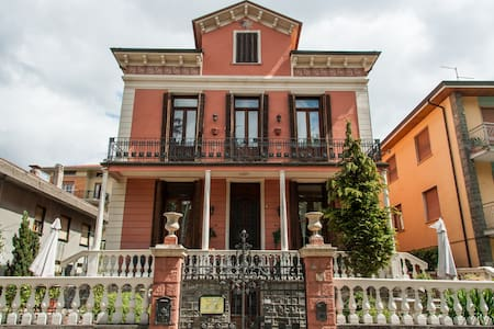 "B&B in a villa (early 1900""s) Italy - Bedonia - Bed & Breakfast"