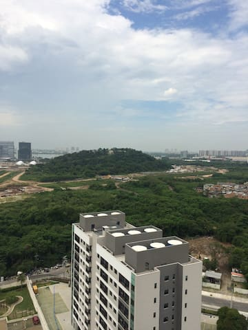 Vista para a lagoa, cidade olímpica e ilha pura onde os atletas vão ficar.