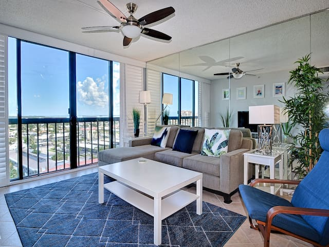 Dolphin Cove    Beautiful 11th Floor Water View - 1 Bedroom 1 Bathroom