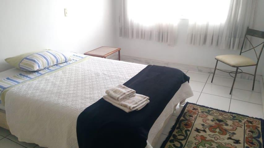 Quarto2: arejado e confortável no Centro de Betim