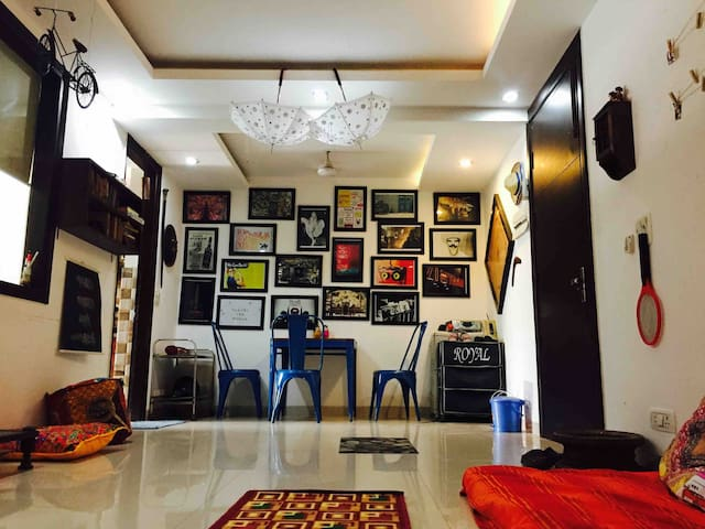 Delhi Tales Hostel (4Bed Female Dorm) near Airport