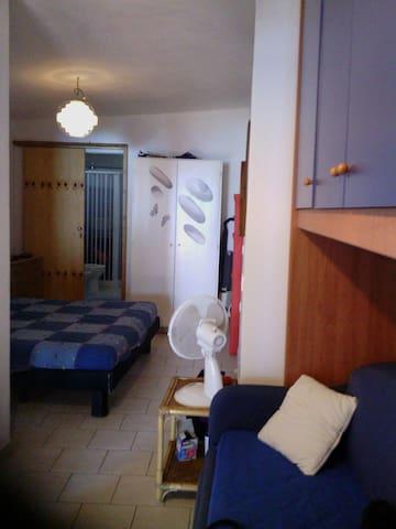 Baia 29 - Casa Vacanze - Camera BLU tripla - Marina di Camerota - Hus
