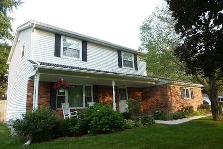 Great home 10 min from UofM & EMU! - Ypsilanti