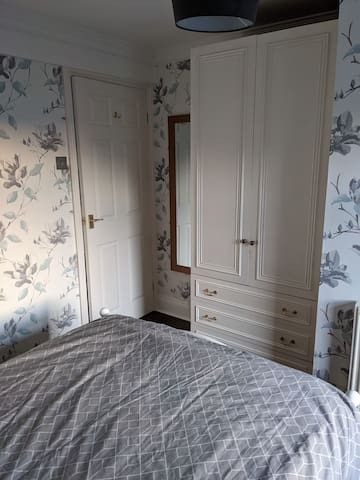 Double wardrobe with hangers and 3 drawers