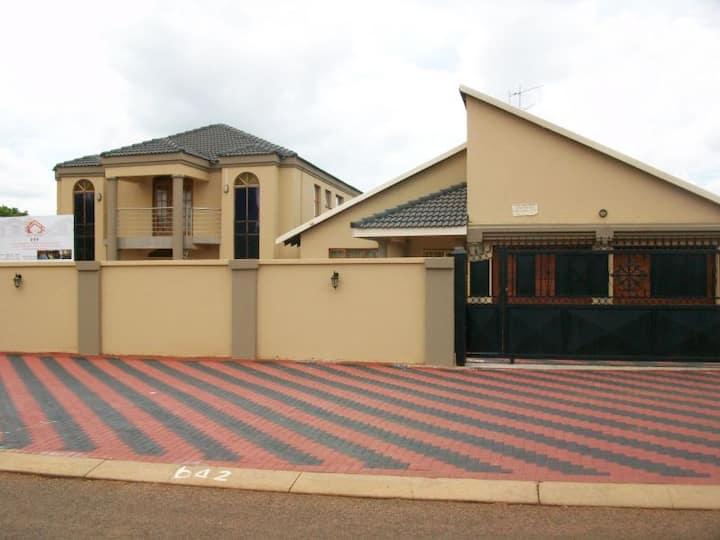 Ko-Iketla Guesthouse