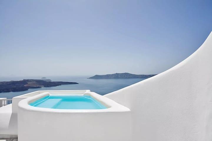 Fira Suite with indoor Jacuzzi & Caldera View
