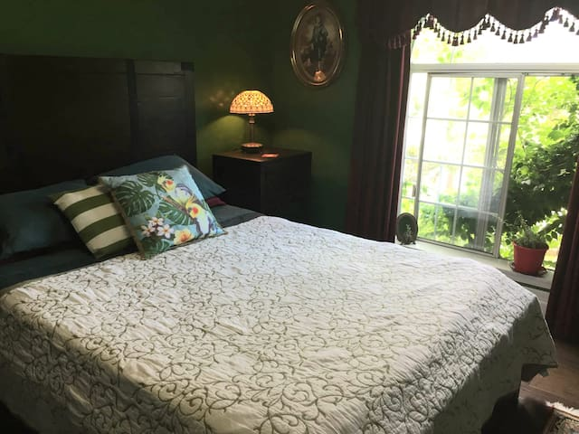 Private bedroom(s)  in Salem close to I-5 (NoCF)