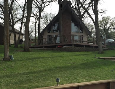 Berkshire Weekend Lakefront Home - Plattsmouth - Cabin