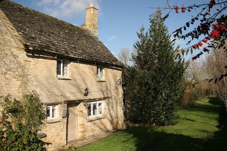 Hollyhock Cottage - Burford - House