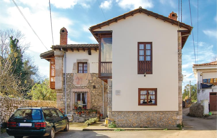 Semi-Detached with 2 bedrooms on 66m² in Parres de Llanes