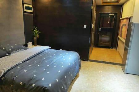 万达广场SOHO公寓最高的精装观景大床房