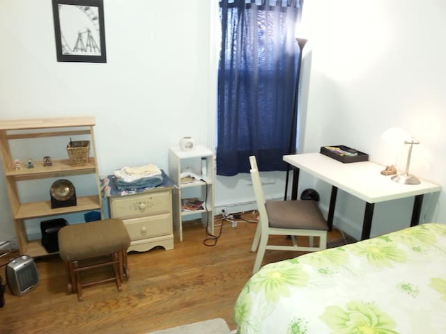 宾大校园一街之隔两室公寓中安静好房间,近费城市中心和各种景点