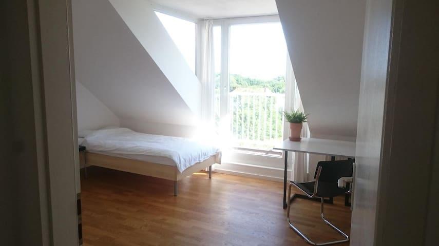 helles Zimmer direkt am Lietzensee