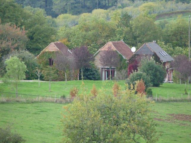 Gîte de charme en Dordogne avec grande piscine - Terrasson-Lavilledieu - Casa