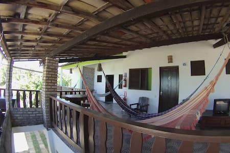 6- Compartilhados Mulheres do quarto para 6 pessoa - Pipa Beach - Hostel