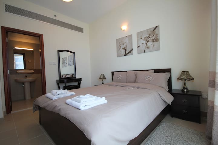 Luxury 1 Bedroom Apartment - Great Location - Dubai - Leilighet
