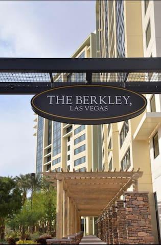 The Berkley 1BDRM / 1BTH / KITCHEN/ W/D