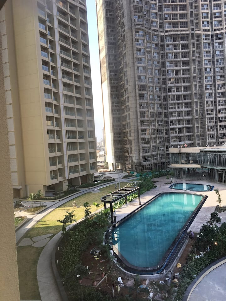 Entire upscale luxurious 2.5BHK Apt in Lokhandwala