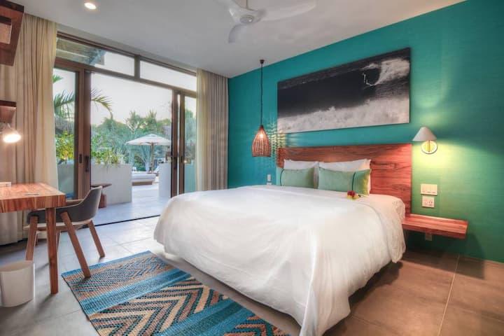 The Gilded Iguana Surf Hotel Premium King