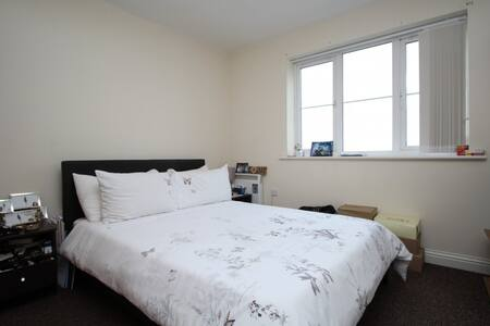 Double bedroom, quiet area, near station & shops - Dartford - Lakás