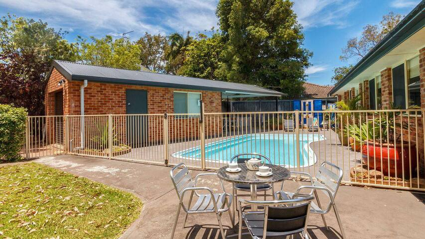 Three Bedroom Home - Pool and Pet Friendly