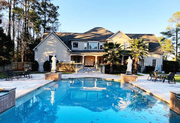 Luxury 4 BDR House! Perfect Masters Experience!