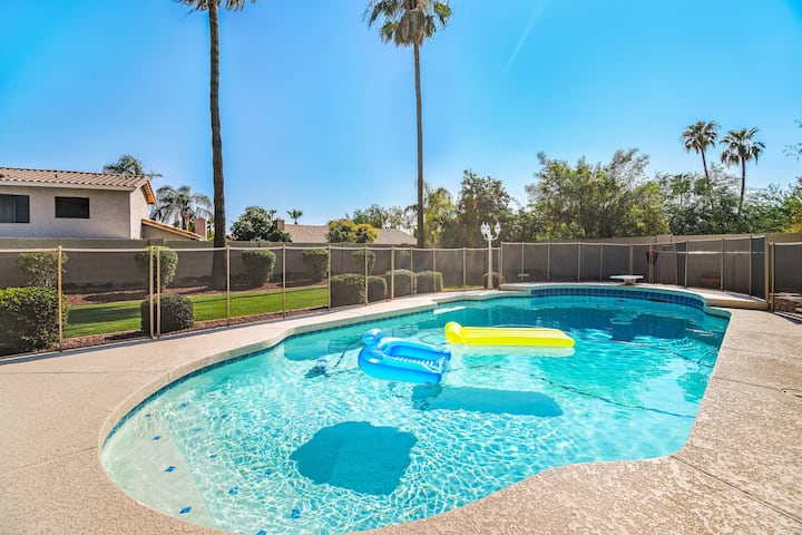 Spacious and Chic, Great Location w/ Pool!
