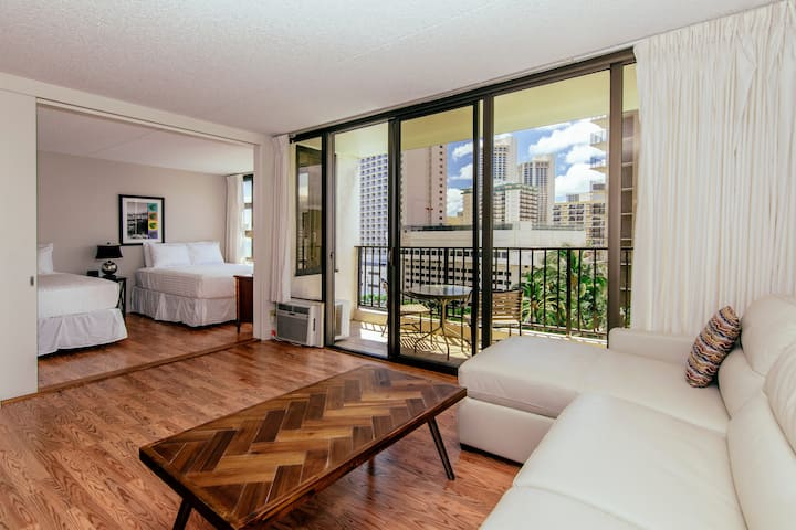 **Professionally Sanitized**Waikiki Ocean+City View FREE Parking+Full Kitchen - Waikiki Banyan City Ocean 1 BDR on the 9th Floor
