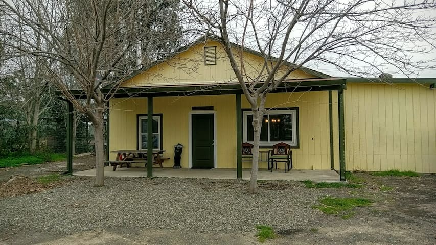 Come relax & unwind at our cozy country home! - Vacaville - Pensione