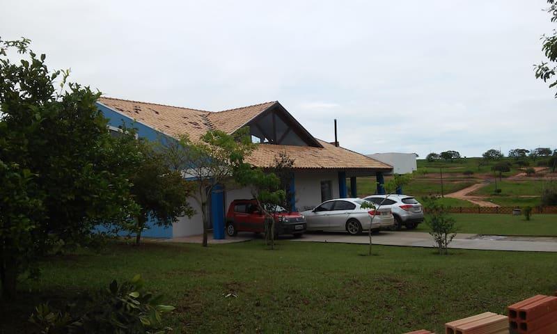 Casa próximo a Represa de Jurumirim em condomínio