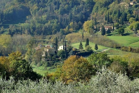 Monolocale immerso nella campagna Toscana - ポッジボンシ
