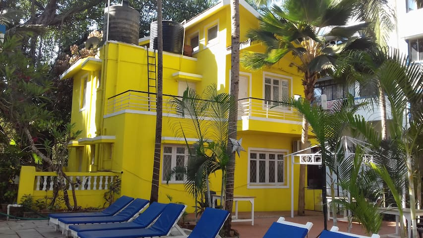 Private Villa with Pool Near Candolim Beach - Candolim - Villa