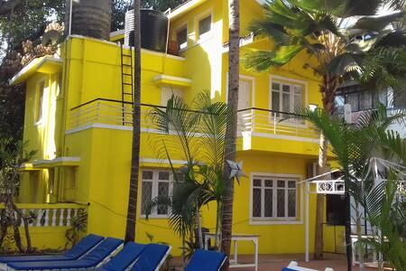 Private Villa with Pool Near Candolim Beach - Candolim - Villa
