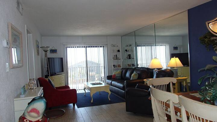Great Times Await You in This Beautiful Beach Condo - 405