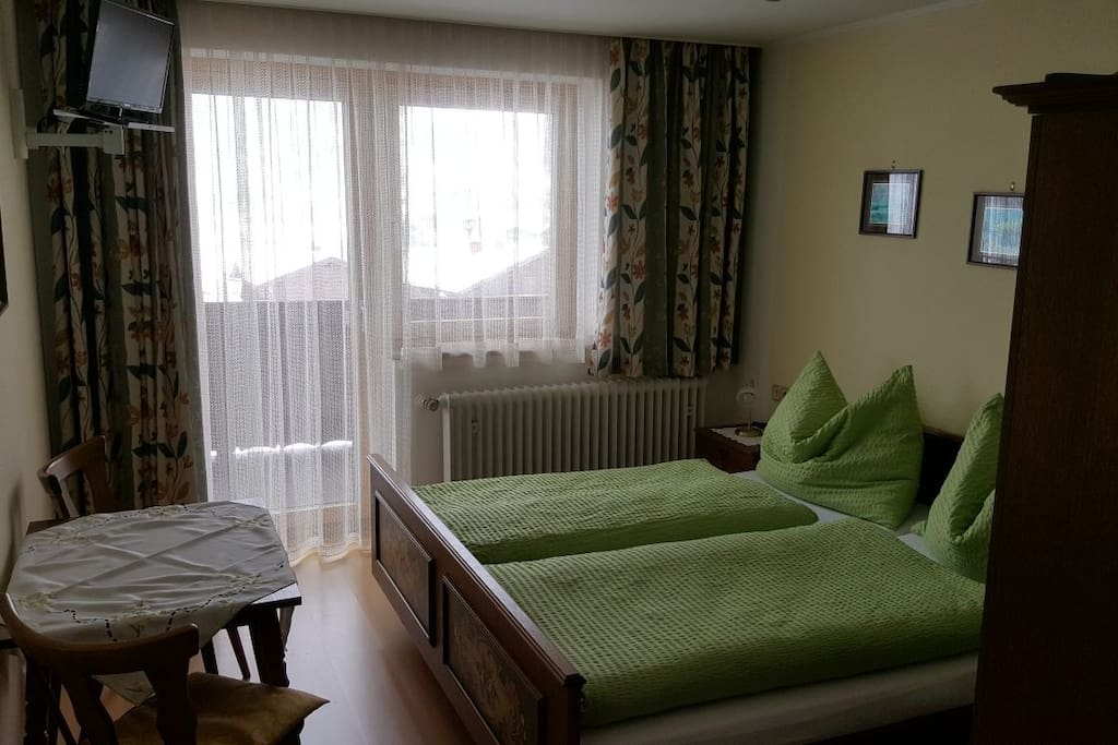 Zimmer 1/Room 1