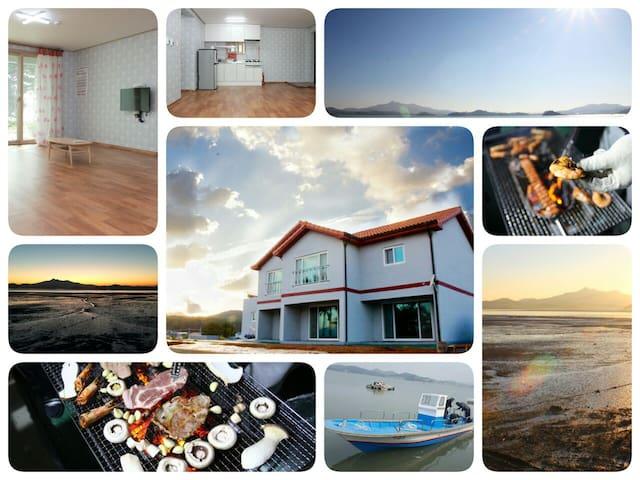 율하우스 : 태안 바닷가 신축펜션 (패밀리룸, 넓은 거실 + 방 1개)