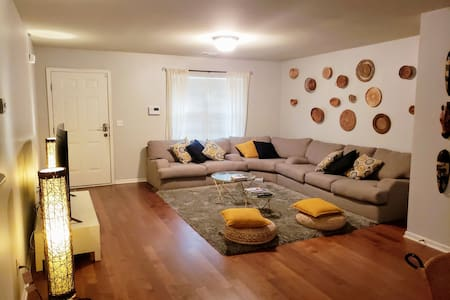 WARM MODERN HOME AWAY FROM HOME:15MIN TO UPTWN/CLT