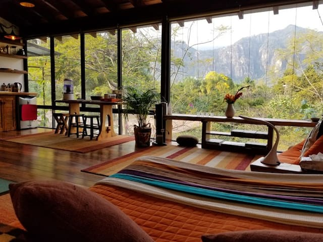 Santuario Tepoztlan: El Loft