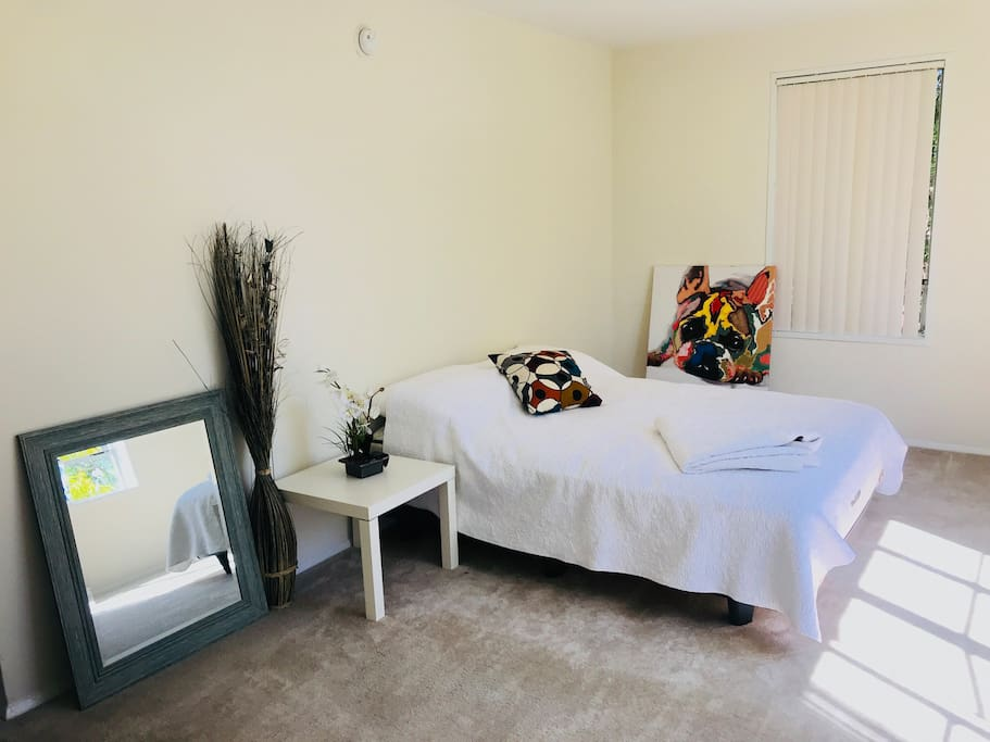 1sr bedroom