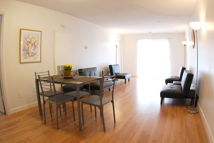 Fully furnished 4-bedroom apartment in Chapel Hill