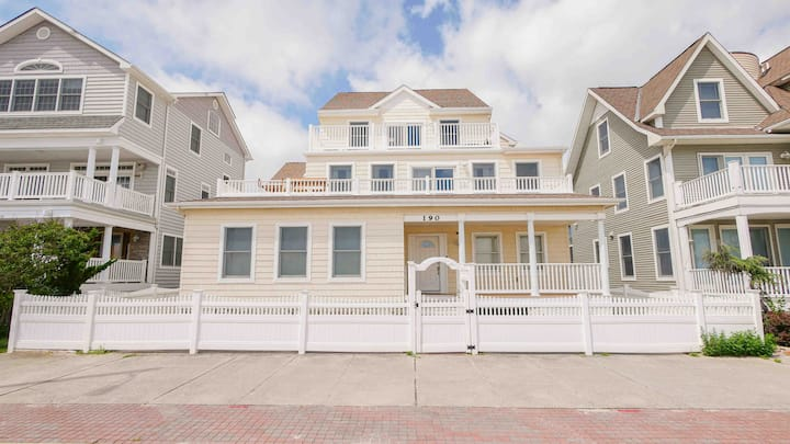 6Bed/5Bath 4200 SqFt Water Front AC Home