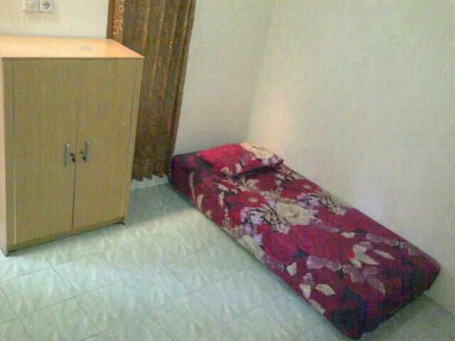Cozy room with parking included - Tangerang - Dom