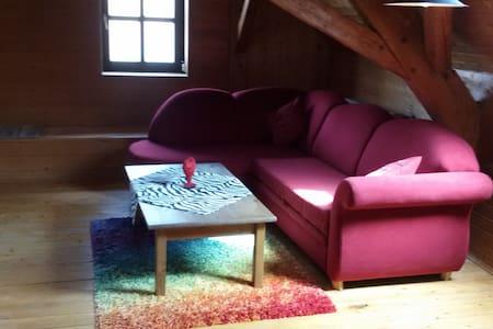 Gemütliche Dachwohnung - Wolnzach - Byt